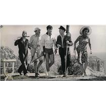 1964 Press Photo Dick Shawn Ethel Merman M Berle in Its a Mad Mad Mad Mad World