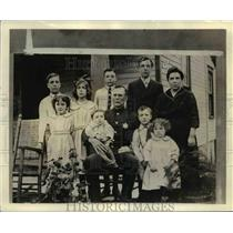 1924 Press Photo John J Karns & Family Policeman Raising Family of 12