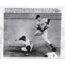 1958 Press Photo Roy Sievers of Nationals out at 2nd vs Yankee Gil McDougald