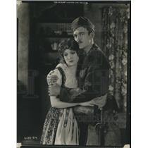 1924 Press Photo Wallace MacDonald And Madge Bellamy Love & Glory