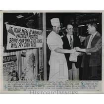 1952 Press Photo Preston Knight take advantage Bob Jones Restaurant offer.