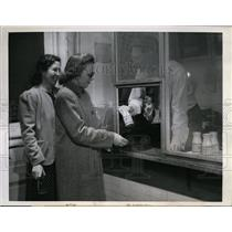 1943 Press Photo University of Wisconsin, Mrs Harold Groneng, Mable Graf