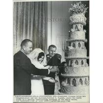 1966 Wire Photo Pres Johnson helps daughter Luci & husband Patrick Nugent