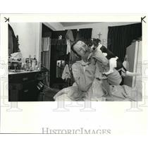 1984 Press Photo David ME Gape & his dog, Michael at the Sterling Hotel.