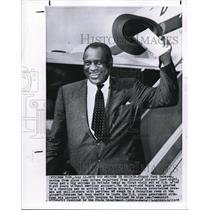 1958 Wire Photo Singer Paul Robeson at ramp from Idlewind Airport to London