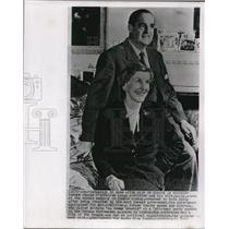 1955 Wire Photo Oskar Schlitter and Daisy Shown at German Embassy in London