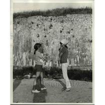 1969 Press Photo Mrs. Jackie and Caroline went for a walk together. - cvb00441