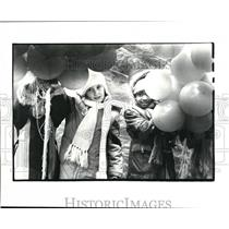 1983 Press Photo Girl Scouts releasing green balloons at Public Square