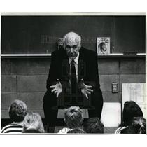 1990 Press Photo Gov Cecil Andrus talks to third-graders at Seltice Elem School