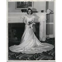 1987 Press Photo Mrs. Raymond H.Needham. - cva83064