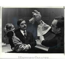 1982 Press Photo Puppets and Kenneth Kovach with daughter, Juliana - cvb02282