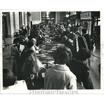 1980 Press Photo Book Sale in Terminal Tower main lobby - cva95014