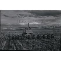 1948 Press Photo Farm Scene - spa02374