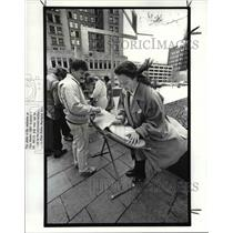 1988 Press Photo Mary Robertsvoter education coordinator for Natl Ass Wrkng Wmn