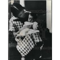 1925 Press Photo Lillian Carter and 6 months James Earl - spa01868