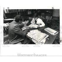 1985 Press Photo Rabbi David Zlatin works on the last minute details of the