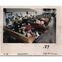 1989 Press Photo Sengdao Manijong works on boots of Danner Boots factory