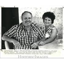 1988 Press Photo Chester C. Lowe with his wife Freda, lottery winners