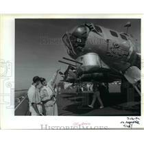 1992 Press Photo Frank Krupika points to Sentimental Journey to Jeff Bright