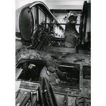 1958 Press Photo TW Richardson & WT Gatton installs escalator at Portland Int'l