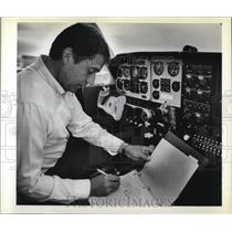 1980 Press Photo Denny Smith in cockpit of his airplane - ora80467