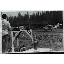 1973 Press Photo Forest fire-Oregon-Memaloose airstrip-Buck Dennett - orb66562