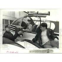 1989 Press Photo Ben Runyan tops off the fuel tanks of his airplane - orb18632