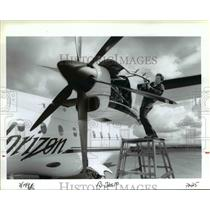 1994 Press Photo Horizon Air mechanic works on airplane - ora99102