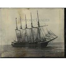 1918 Press Photo Schooner John W. Wells in open sea - orb56820