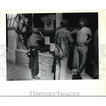 1980 Press Photo Everett Street Service Center-service worker-Bob Skall