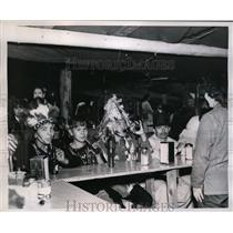 1953 Press Photo Potlatch Indians at Lummi Stommish Water Carnival Drink Soda