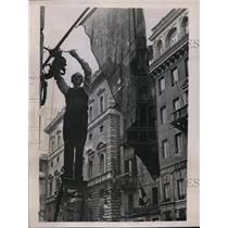 1935 Press Photo Rome Be-Flagged Demonstrating Italian Defiance of Sanctions