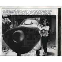 1958 Press Photo Mrs Joan Tregethen with Airplane She Built in Her Home