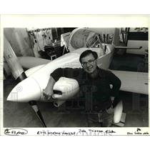 1988 Press Photo Jake Thiessen of Salem leans on the airplane he assembled