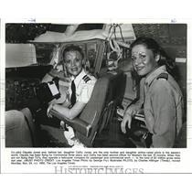 1980 Press Photo Co-pilot Claudia Jones & daughter Cathy Jones - orb09801