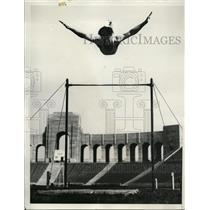 1932 Press Photo Jack Holst in gymnastics trail for Los Angeles Olympics