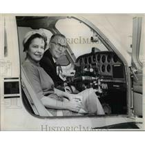 1960 Press Photo Mrs. Smith is combination co-pilot - ora89247