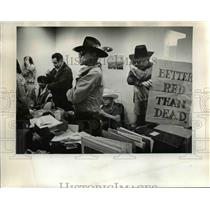 1972 Press Photo A group of 25 Indians stood their ground in Portland Tuesday.