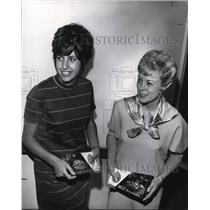 1970 Press Photo Mrs. Glen Eatch (right) Epsilon Sigma Alpha sorrority