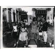 1966 Press Photo Mrs JF Kennedy, John Jr, Caroline at Hawaii, Francis Boyles