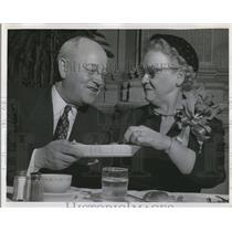 1952 Press Photo Mr. and Mrs. Fred L. Peterson  - ora70733
