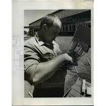 1973 Press Photo Malheur forester Tom Sutton adjust lantern - orb69939
