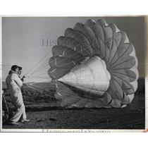 1942 Press Photo Christian Wolf, George Waltz test new parachute types