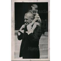 1935 Press Photo Kansas Governor Alfred Landon with son John Cobb - neb37686