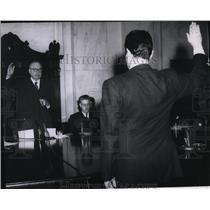 1956 Press Photo Harvey Matusow takes oath from Sen James Eastland, Washington