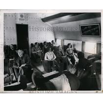 1950 Press Photo Passengers on new Bristol Barbazon plane in London - nex99903