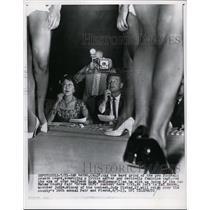 1960 Press Photo 49er halfnack Hugh Mcelhenny at Dream Girl contest in CA