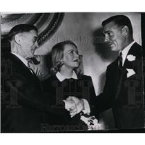 1949 Press Photo Mr & Mrs Clark Gable wedding congratulated by Rev Aage Moller