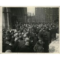 1926 Press Photo Crowd gathers outside Fourth Presbyterian Church in Chicago