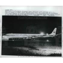 1974 Press Photo Hijacked Japan Airlines DC-8 at Toyko runway - neb39480